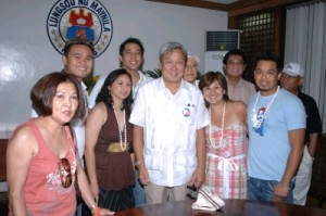 Maribeth Veloso-Garcia, a young Boholana Nurse in New York, shown left to then Manila Mayor and now DENR Secretary Lito Atienza,  with the Youth Balikbayans during the TBTK 2006 Global Homecoming. When the TBTK delegation paid a  courtesy call to the Office of the Manila Mayor.